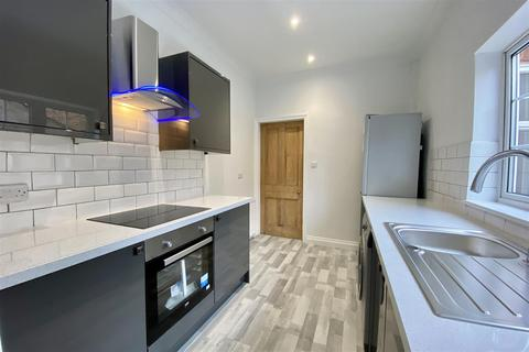 2 bedroom end of terrace house for sale - South Parade, Grantham