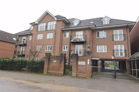 3 bedroom flat for sale - Walsingham House, North Chingford, London