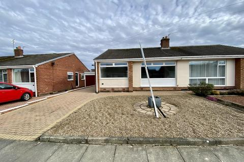 2 bedroom semi-detached house to rent - Hollinside Close, Whickham