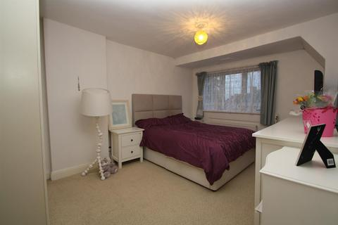 House share to rent - The Ridgeway, Acton Town W3