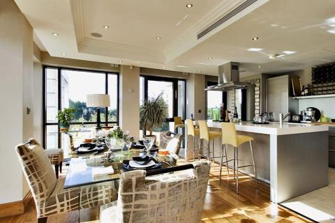 3 bedroom flat to rent - Charters Court, Charters Road, Sunningdale, Berkshire, SL5