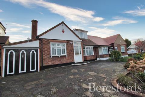 4 bedroom semi-detached bungalow for sale - Derham Gardens, Upminster, Essex, RM14