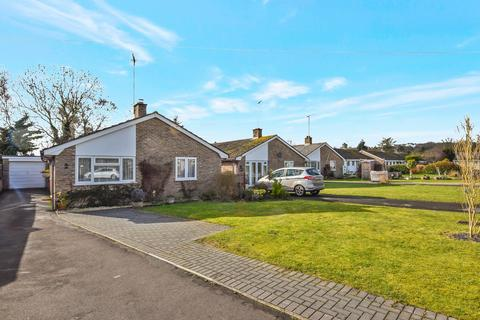 3 bedroom bungalow for sale - Downs View Close, Haxton, Salisbury, SP4 9PS