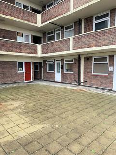 Studio for sale - Princes Court, Prince Avenue, Southend-On-Sea, Essex SS2