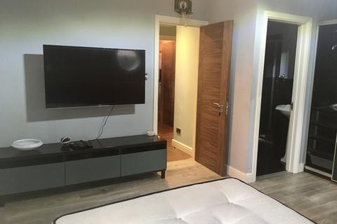 3 bedroom flat to rent - NORTHWOOD, HA6