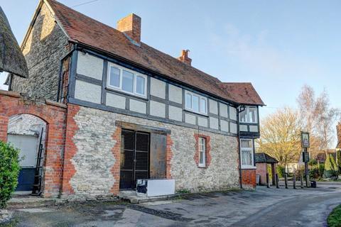 2 bedroom flat to rent - High Street, Chalgrove