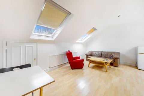 1 bedroom flat for sale - Falcon Road, London, London, SW11 2PG