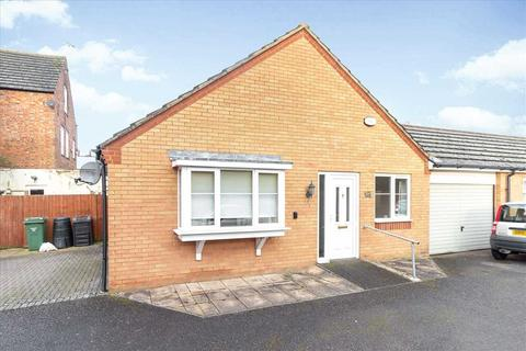 2 bedroom bungalow for sale - Duke Street, Burton Latimer