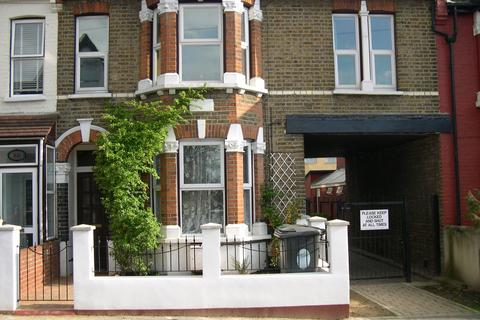2 bedroom flat to rent - Somers Road, London, E17