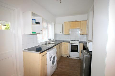 3 bedroom terraced house to rent - Dersingham Avenue, London, E12