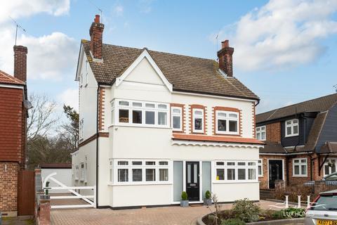 5 bedroom detached house for sale - Walden Road, Hornchurch