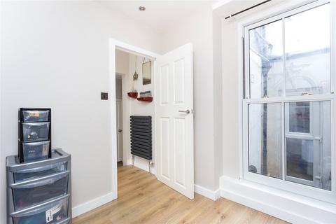 2 bedroom apartment to rent - Garratt Lane, London, SW18