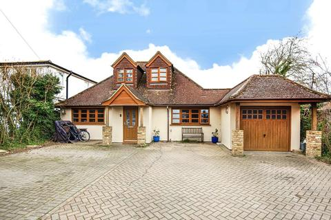 3 bedroom detached bungalow for sale - White Waltham,  Maidenhead,  SL6