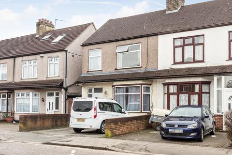 3 bedroom end of terrace house for sale - Carlton Drive, Barkingside, IG6