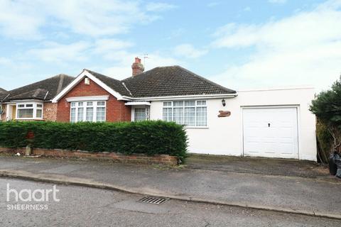 4 bedroom bungalow for sale - The Glen, Sheppey Kent