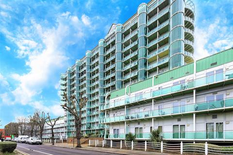 2 bedroom flat to rent - Tower Point, 52 Sydney Road, Enfield, Middlesex, EN2 6SZ
