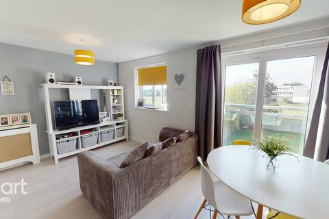 2 bedroom apartment for sale - Grenfell Avenue, HORNCHURCH