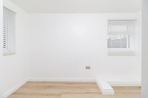 1 bedroom flat for sale - Lindwood Close, East Ham, E6