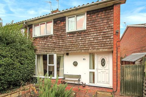 3 bedroom end of terrace house for sale - Redcliffe Walk, Aylesbury, HP19
