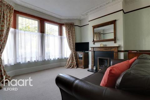 4 bedroom terraced house to rent - South Park Drive, IG3