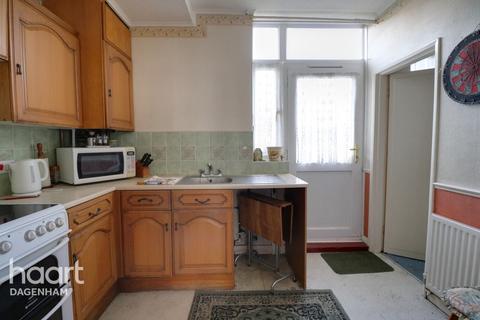 2 bedroom end of terrace house for sale - Hedgemans Road, Dagenham