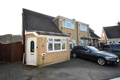 4 bedroom semi-detached house for sale - Deridene Close, Stanwell