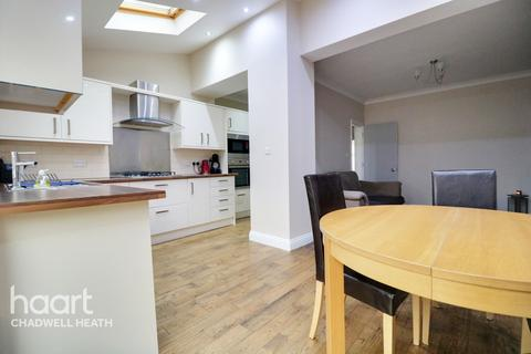3 bedroom terraced house for sale - Grosvenor Road, Dagenham