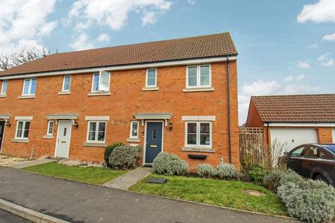 3 bedroom end of terrace house for sale - Thestfield Drive, Staverton