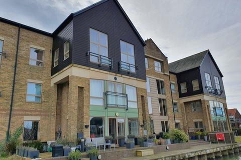 2 bedroom apartment to rent - Marine Point Apartments, Burton Waters