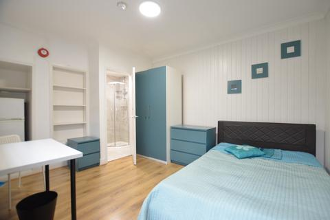 1 bedroom in a flat share to rent - Hartington Road, London, W13 8QL
