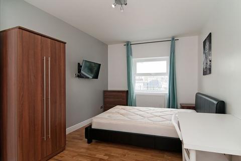 5 bedroom property to rent - Dawes Road, Fulham