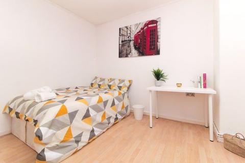 3 bedroom semi-detached house to rent - DOUBLE ROOMS, Fulham Road, SW6