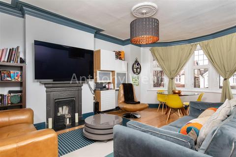 3 bedroom flat for sale - Lakeside Road, London