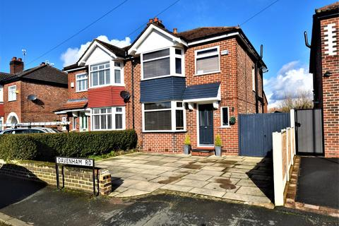 3 bedroom semi-detached house for sale - Davenham Road, Sale, M33