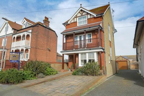 4 bedroom detached house for sale - Dickens Road, Broadstairs