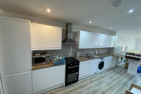 2 bedroom flat to rent - Whitehorse Lane, London
