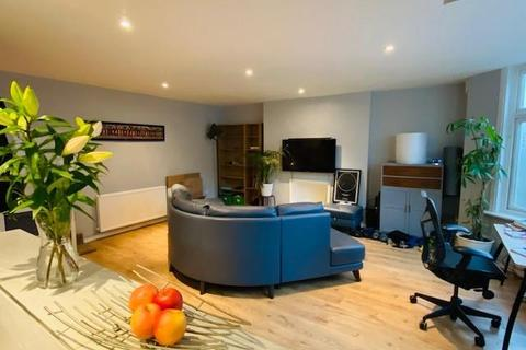2 bedroom house share to rent - Oliver Grove, London