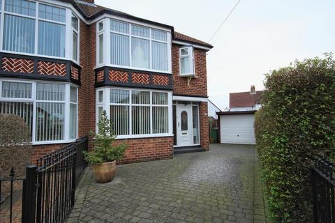 3 bedroom semi-detached house for sale - Park Walk, Hull