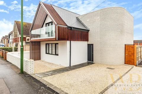 4 bedroom detached house for sale - Brighton Road