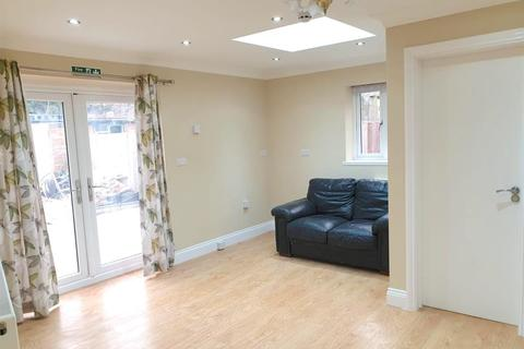 2 bedroom apartment to rent - Strafford Road, Hounslow