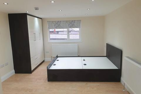 Studio to rent - Strafford Road, Hounslow