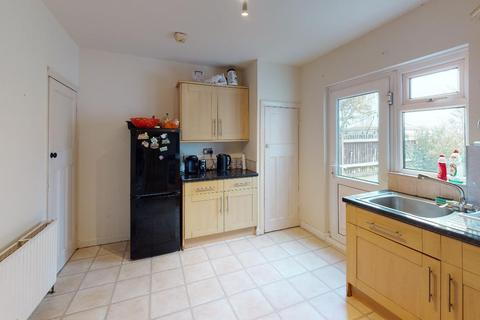 3 bedroom terraced house to rent - Stoneleigh Avenue, Enfield, EN1