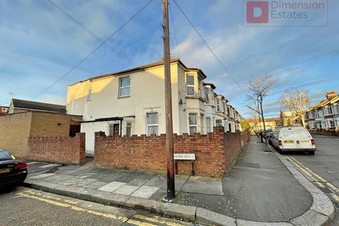 2 bedroom terraced house to rent - William Street, Leyton, London, E10