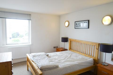 1 bedroom flat to rent - Gainsborough House, Cassilis Road, E14 9LQ