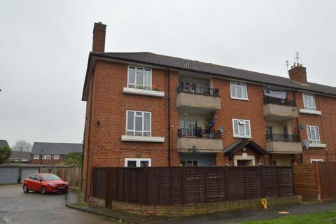 3 bedroom flat for sale - Churchill Road, Langley, SL3