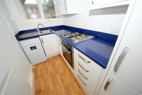 3 bedroom flat to rent - Hoppers Road, London, N21