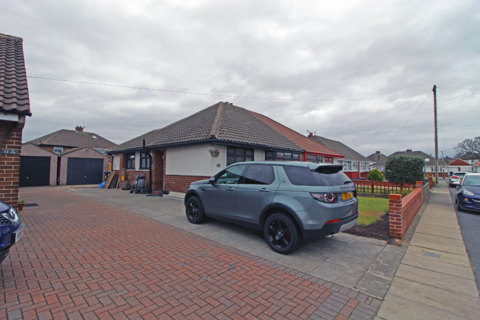 3 bedroom bungalow for sale - Roedean Close, Maghull, Liverpool