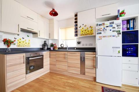 1 bedroom flat to rent - Godolphin Close, Palmers Green, N13