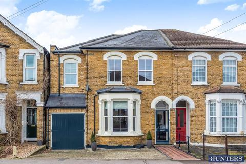 4 bedroom semi-detached house for sale - Manor Road, Romford, RM1 2RD