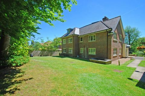 1 bedroom flat for sale - Park Grove, Knotty Green, Beaconsfield, HP9